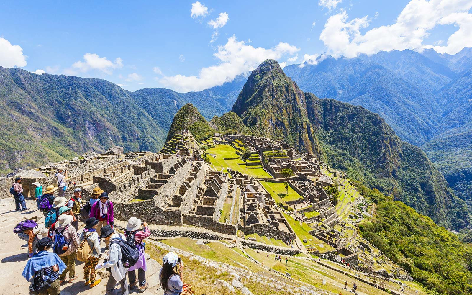 Peru, Cuzco, Machu Picchu, Tourists visit old ruins of machupicchu. (Photo by: JTB/UIG via Getty Images) (Photo by: JTB Photo/UIG via Getty Images)